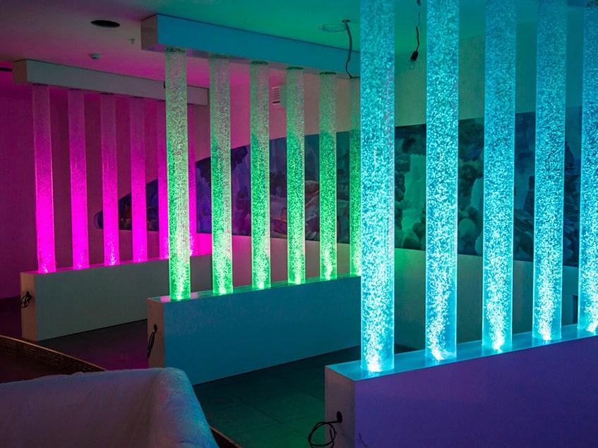 Аквариумы, пузырьковые колонны и панели для украшения интерьера